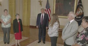 Trump thanks COVID-19 frontline workers at White House during 2020 RNC